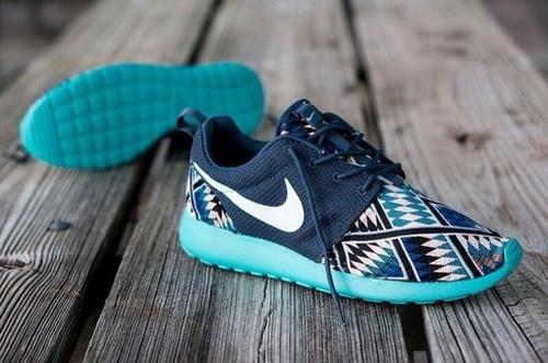 gly94x-l-610x610-shoes-shoes-nikes-tribal-print-womens-nike-roshe-runs-royal-blue-baby-blue-aztec-print-nike-roshe-tribal-nike-roshe-run-nike-run-nike-roshe-runs-blue-sneakers-roshe-run-low.jpg